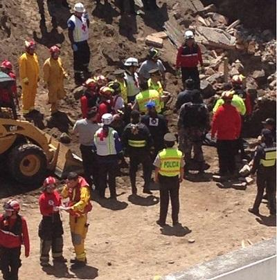 Derrumbe de un muro deja un muerto y tres heridos en Quito