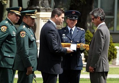Colombia rinde homenaje a soldado ecuatoriano muerto en combate con las FARC