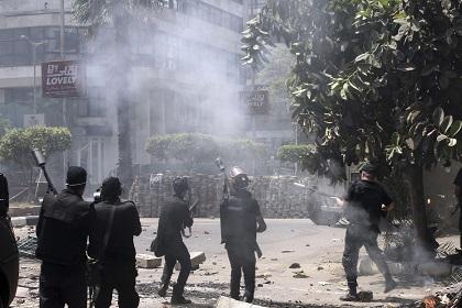 Aumentan a 235 los muertos y 2000 los heridos en disturbios en Egipto