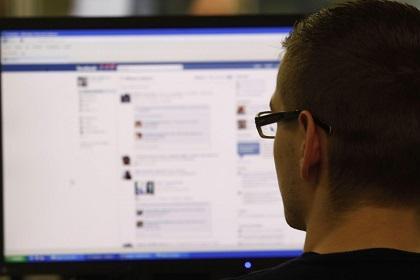 Estudio revela que el uso de Facebook no hace feliz al usuario