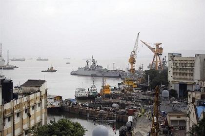 18 personas mueren tras la explosión de un submarino en la India