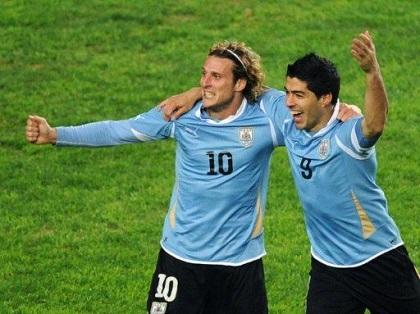 Forlán y Suárez son los máximos goleadores de Uruguay