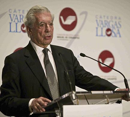 Vargas Llosa dice que Berlusconi es un bufón