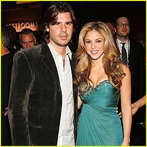 Shakira acusa a De la Rúa de apropiarse de más de $6,6 millones