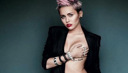 Miley Cyrus asegura que el crecimiento de sus senos molestaba a Disney