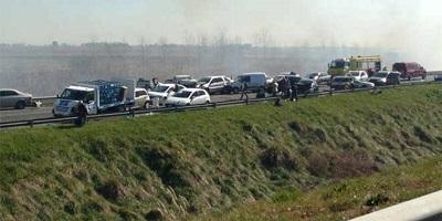 Dos muertos y 16 heridos en choque en cadena de 21 vehículos