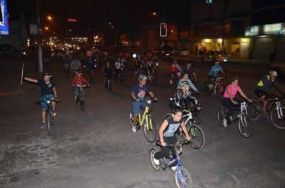 Personas se unen para hacer ciclismo por las calles de Santo Domingo