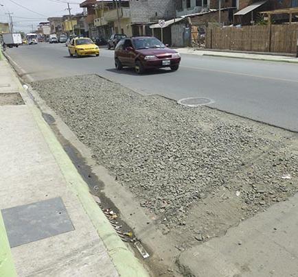 Piden reponer asfalto en dos calles reparadas por el MTOP hace poco