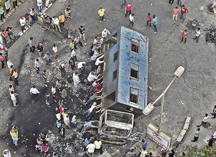 Violencia en egipto deja 235 fallecidos