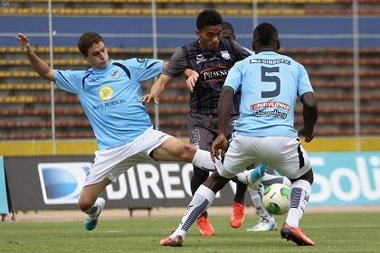 La U. Católica vence a Emelec con goles de Laurito