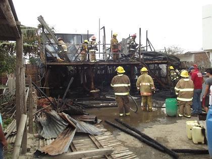 Incendio consume una vivienda en Manta