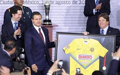 Presidente mexicano le rinde un homenaje al 'Chucho' Benítez