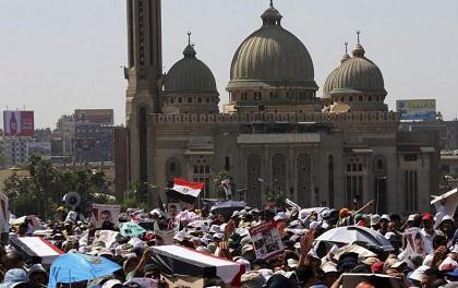 Más de 30 muertos en choques de partidarios y detractores Mohamed Mursi