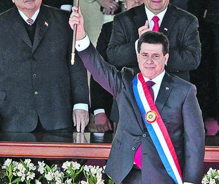 Horacio Cartes asumió presidencia