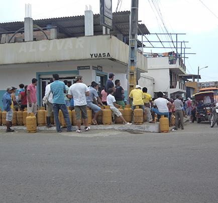 Las colas para comprar una bombona de gas se evidencian en la ciudad