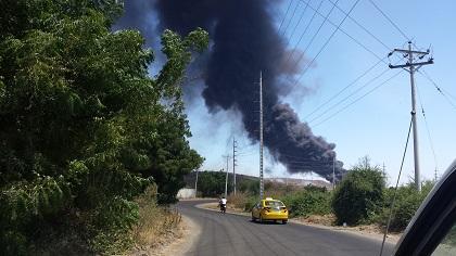 Botadero Municipal de Manta ardió por quema de llantas