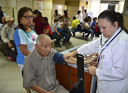 El hospital del IESS colapsado de pacientes