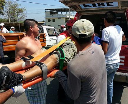 Un herido en choque entre moto y automóvil