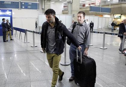 Hombre vinculado a Snowden llega a Brasil tras retención en Londres