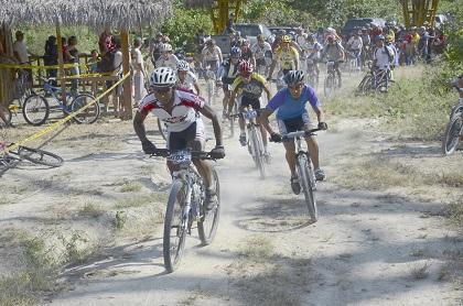 Ciclistas recorrerán los '50 Ríos' en certamen