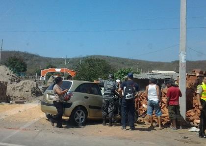 Accidente en la  vía Manta-Montecristi deja dos heridos