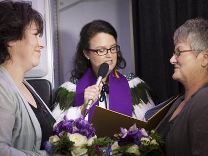 Primera boda homosexual en Nueva Zelanda fue transmitida por TV