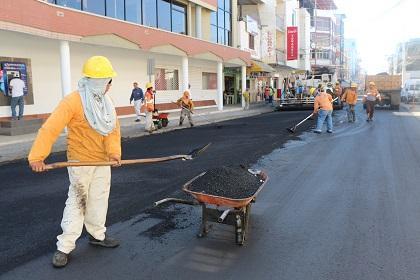 Repavimentan la calle 105 de Tarqui