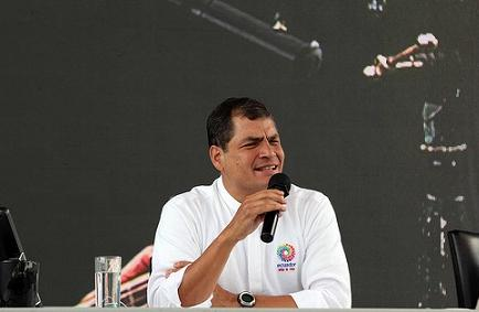 Correa propone diarios digitales para 'ahorrar papel', de darse consulta sobre Yasuní