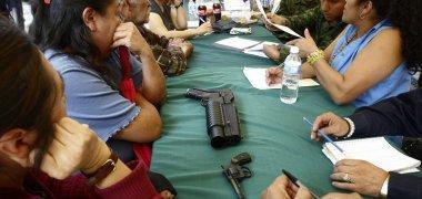 Mexicanas toman las armas para defenderse del crimen organizado