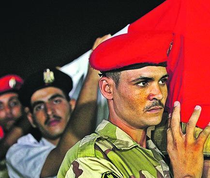 900 personas han muerto en Egipto
