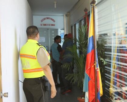 Detienen a dos hombres por causar balacera en prostíbulo en Montecristi