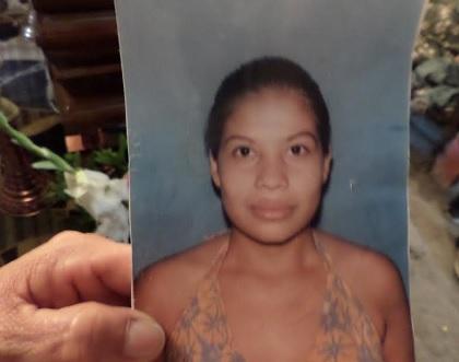 Familia presenta demanda por la muerte de una mujer