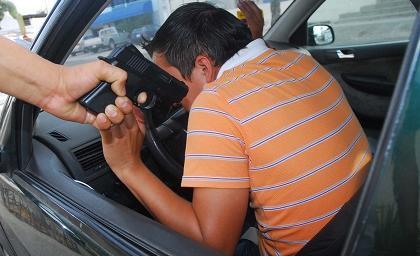 Dos hombres resultan heridos durante un asalto en la vía Portoviejo-Santa Ana