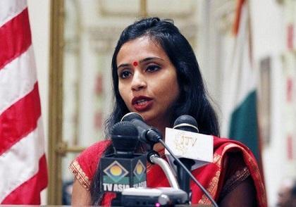 Polémica por diplomática india que fue detenida y cacheada en Estados Unidos