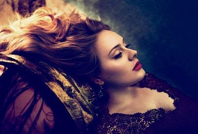 Adele recibe en el Palacio de Buckingham la Orden del Imperio Británico