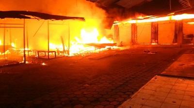 Incendio consumió 85 puestos comerciales en La Concordia