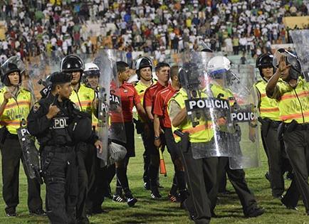 La violencia en los estadios no frena, pese a ley