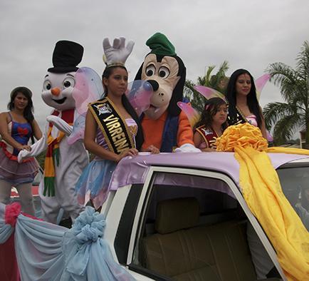 Reinas realizan un pregón en Paján