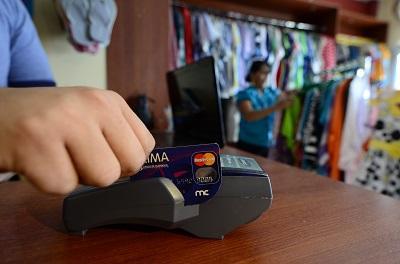 Tarjetas de crédito son protagonistas de las compras navideñas
