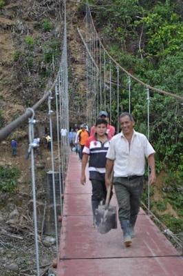 Tony 'El Suizo' culminó puente en el límite de Santo Domingo de los Tsáchilas