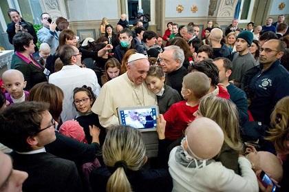 El papa pide esfuerzos para 'que todas las familias puedan tener una casa'