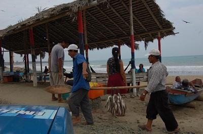 Pescadores se alistan para salir a faena en tiempos de invieno