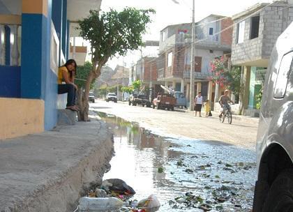 Desperdicio de agua causa malestar en la avenida 24 de Manta