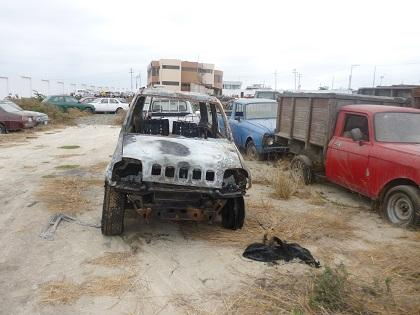 Encuentran vehículo robado envuelto en llamas en Manta