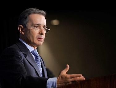 Álvaro Uribe admite que la CIA intervino en ataques contra jefes de las FARC