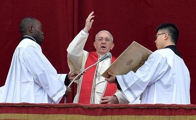 El papa Francisco hace un llamado de paz durante su mensaje navideño
