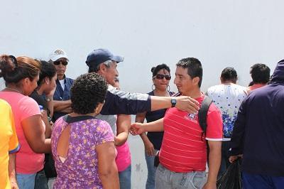 Pescadores llegan a Manta luego de que su embarcación se quemó