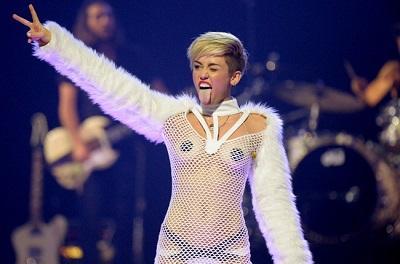 Miley Cyrus se masturba en el video de su canción 'Adore You'