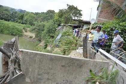 El caudal del río Portoviejo pone en riesgo a 14 viviendas