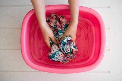 Cuide sus prendas de algodón al lavarlas